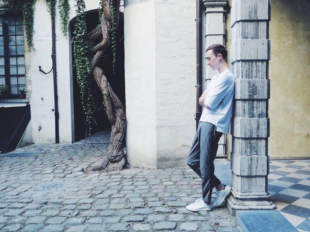 Thomas Dekens t-shirt - Pull&Bear trousers via Asos.com - Adidas Stan Smith sneakers