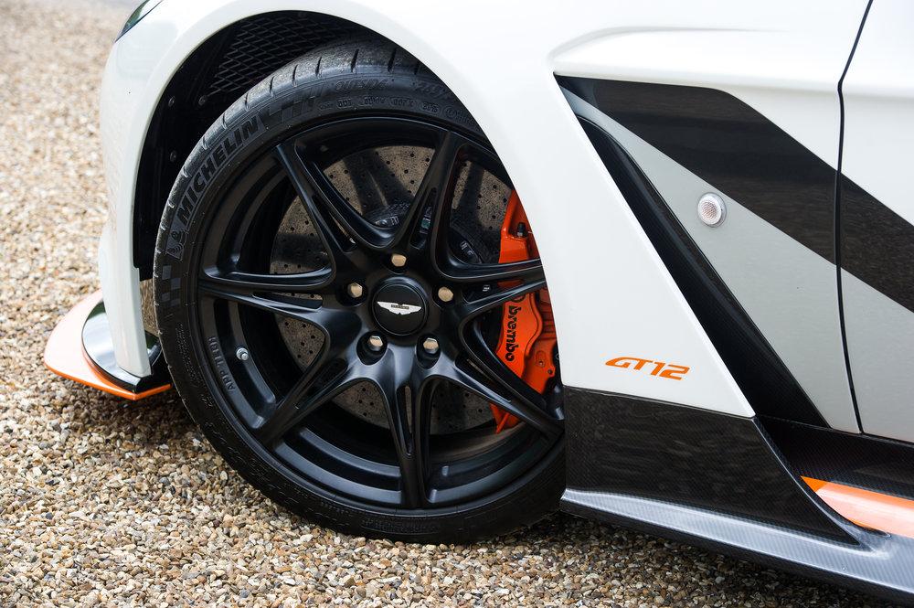 Aston_Martin_6.jpg