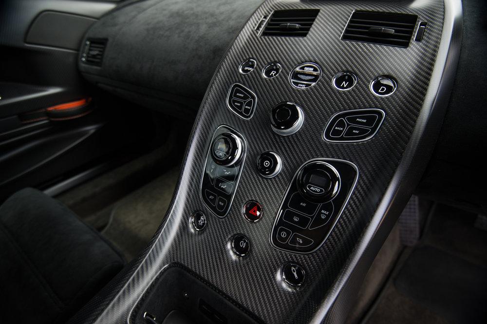 Aston_Martin_11.jpg
