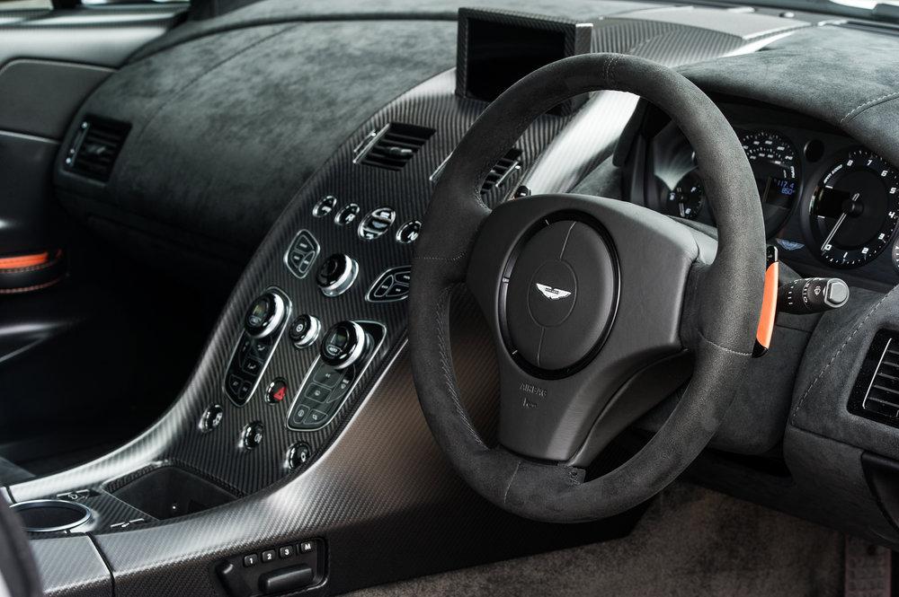 Aston_Martin_13.jpg