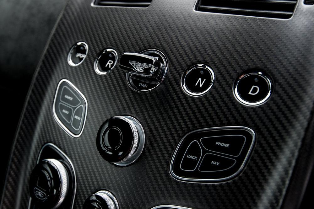 Aston_Martin_12.jpg