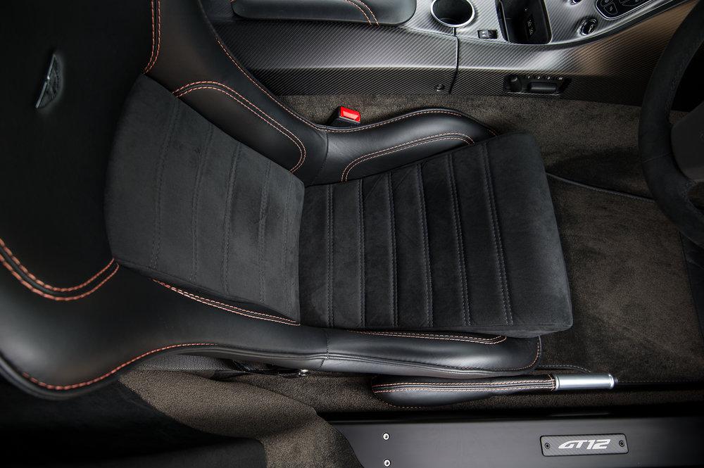 Aston_Martin_17.jpg
