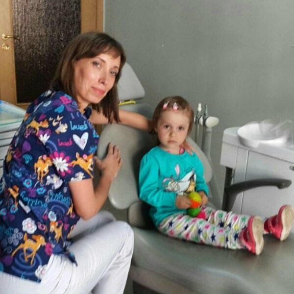 Наші маленькі пацієнти ніколи не лишаються без подаруночків, трирічна Настя підтвердить :)