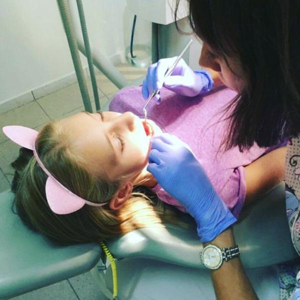 Вухасті котики теж лікують у нас зубки :)