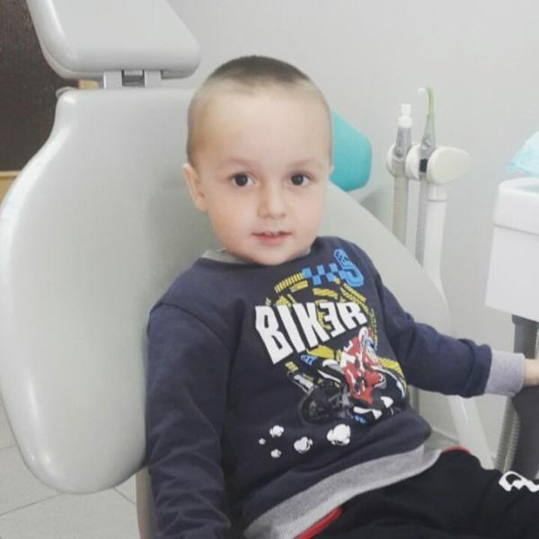 Андрійко, 2 рочки і 10 місяців — один з найменших наших пацієнтів. З першого разу порозумілися та вилікували зубик. Гордимось такими мужчинами! 💪