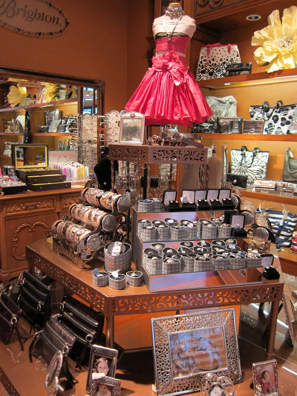 Fantastic Merchandising Accessories from the Heart Lake Oswego Oregon.JPG