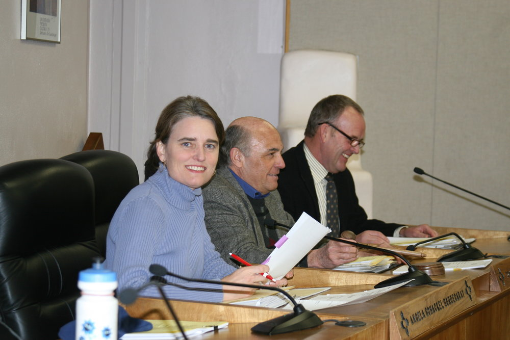 Santa Fe Planning Commissioner Angela Bordegaray works on water planning issues with fellow commissioners Tom Spray (in the middle) followed by Michael Harris.  Photo by Donna J. Wynant.