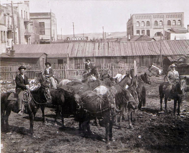 Muus Corral in downtown Minot in the early 1900s. Photo courtesy of historian Dave Lehner, who operates the minotmemories.com.