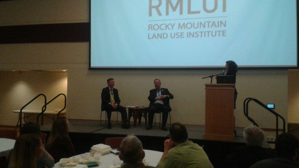 Governor Hickenlooper and Former Colorado Chief Justice Gregory Hobbs in conversation at RMLUI plenary lunch