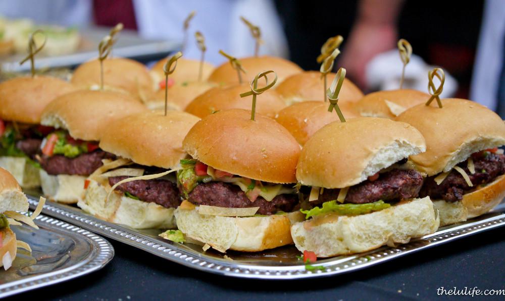 p1100232-stretch-bar-and-grill-wrigleyville-burger.jpg