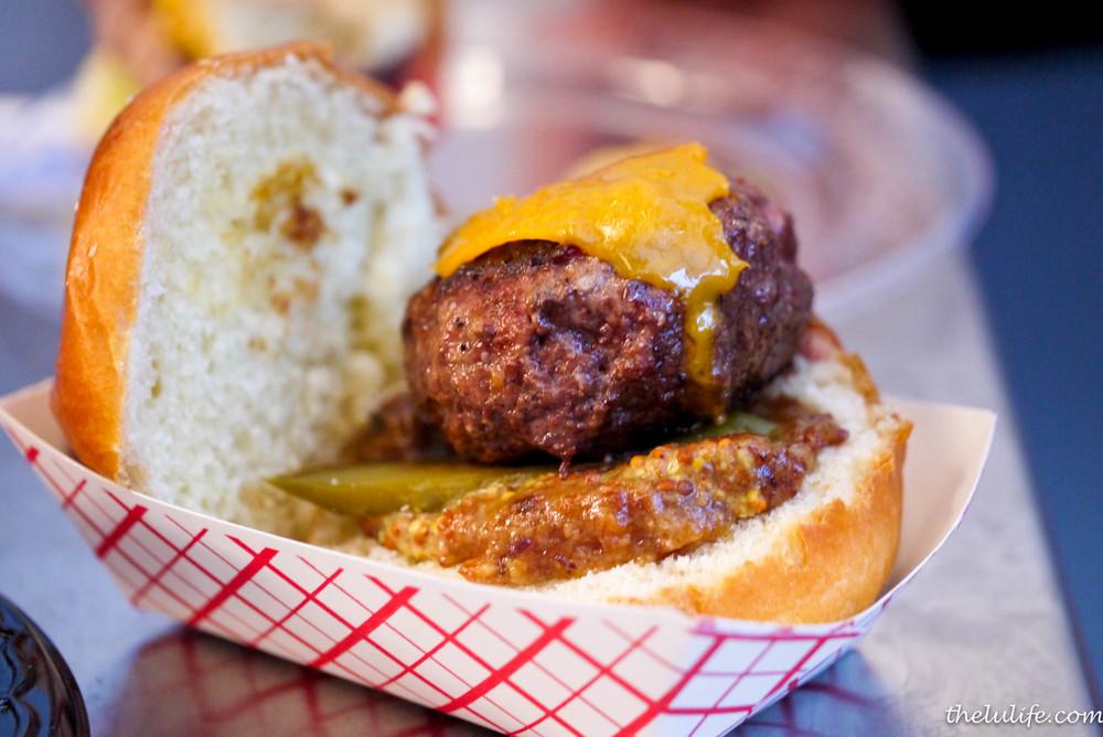 p1100252-red-door-red-door-burger.jpg