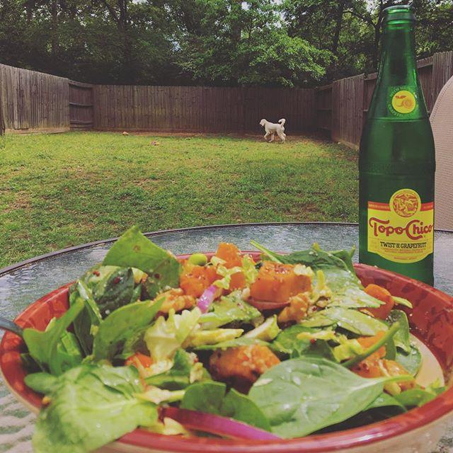 #lunch #greensfordays #lunchinnature #fuelforlife #plantbased #yogaforlife #yogaeveryday #mindfuleating
