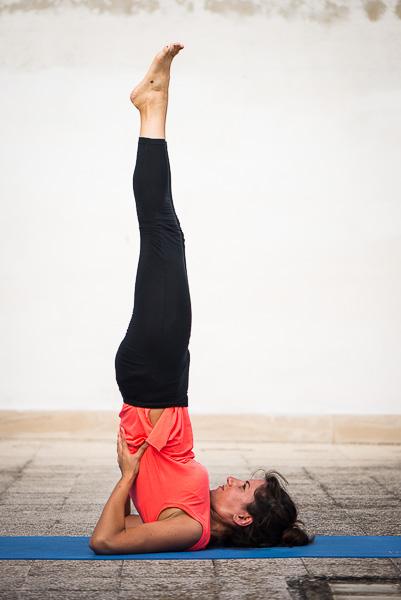 Yoga Salamba Sarvangasana candela