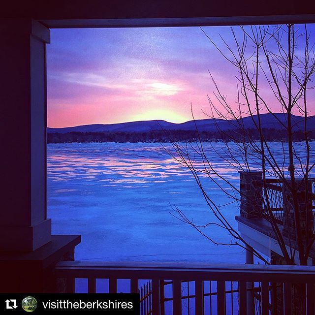 #Repost @visittheberkshires with @get_repost ・・・ Tonight's sunset from the deck @berkshirelakehouse. #stunner #sunset #intheberkshires #planyoureventhere #weddings #events