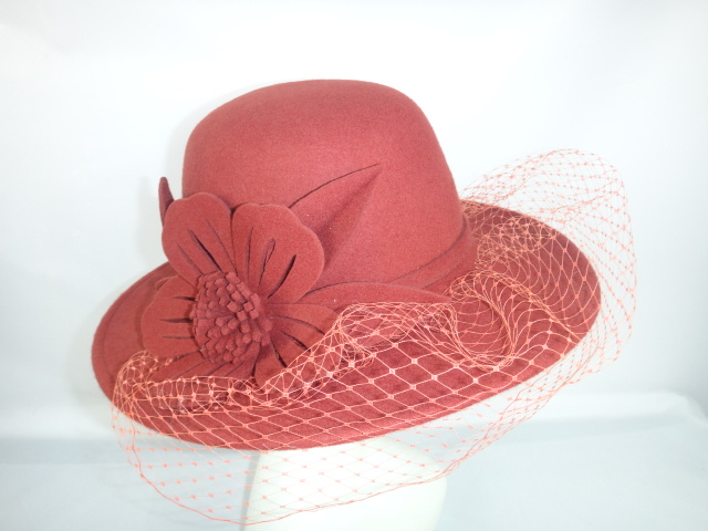 lily-sombrero-naranja.JPG