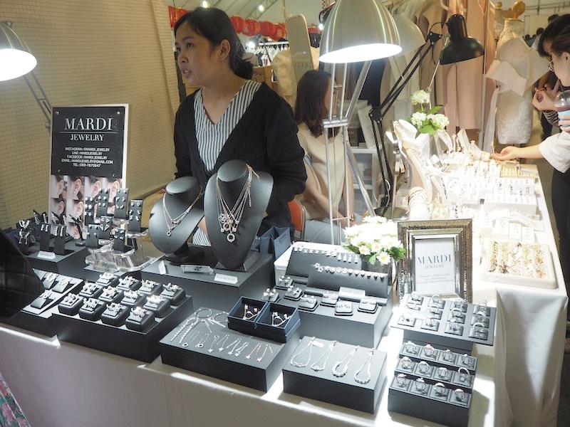 emprendedores-moda-tailandesa-mardijewerly-exposicion.JPG