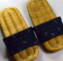 Sandalias con suela de bambú en Sinonome