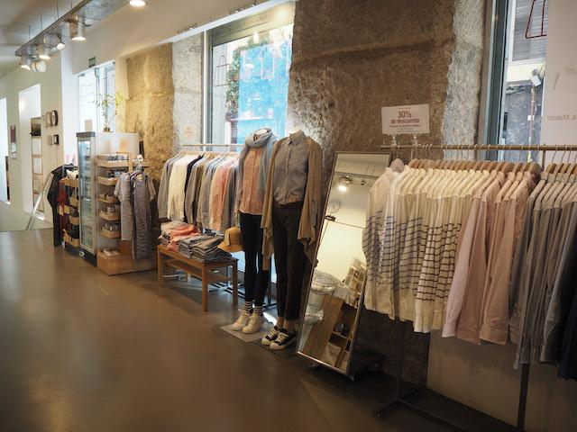 Interior de la tienda Muji en Fuencarral