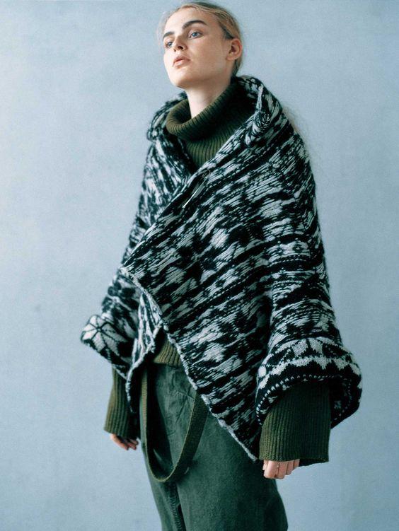 disenadores-moda-japoneses-yohji-yamamoto-abrigo.jpg