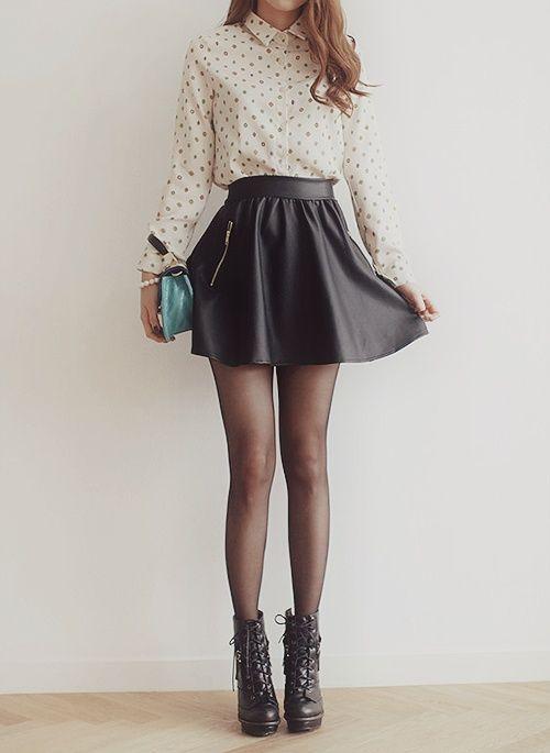 ropa-salir-noche-mujer-botines-falda-vuelo.jpg
