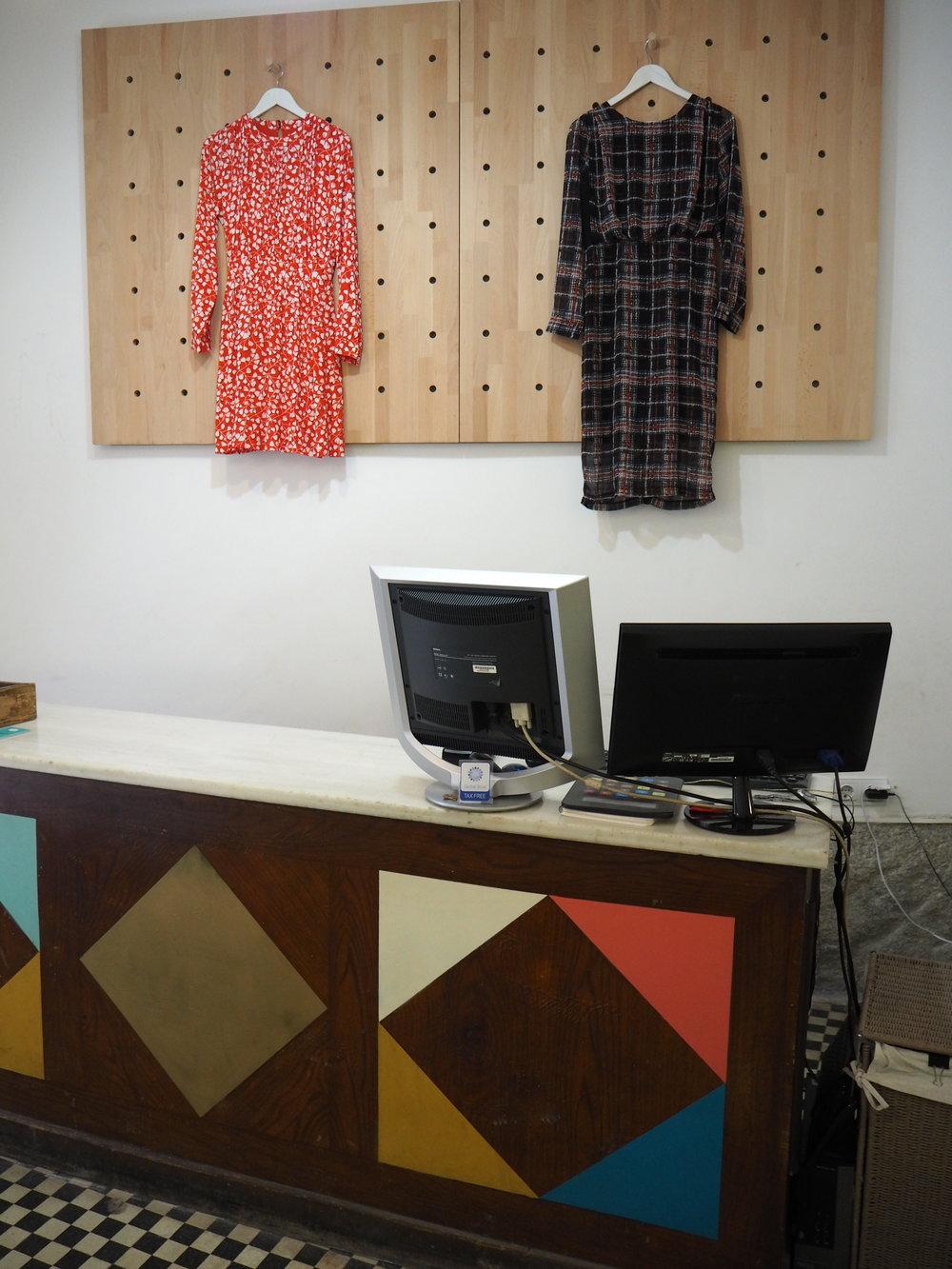 tiendas-ropa-madrid-originales-mostrador-lecircus.JPG