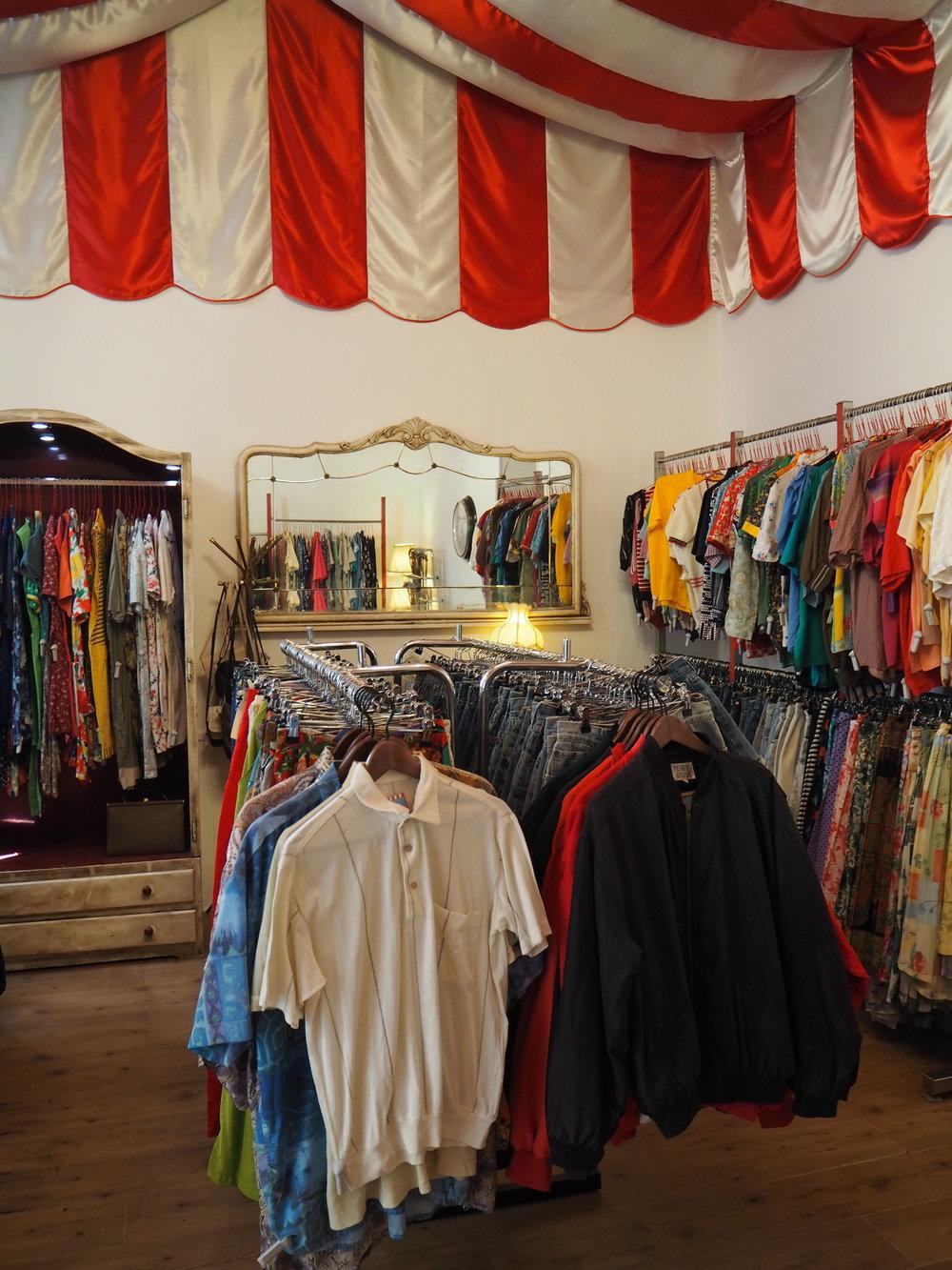 tiendas-ropa-madrid-originales-mona-checa-hombre.JPG