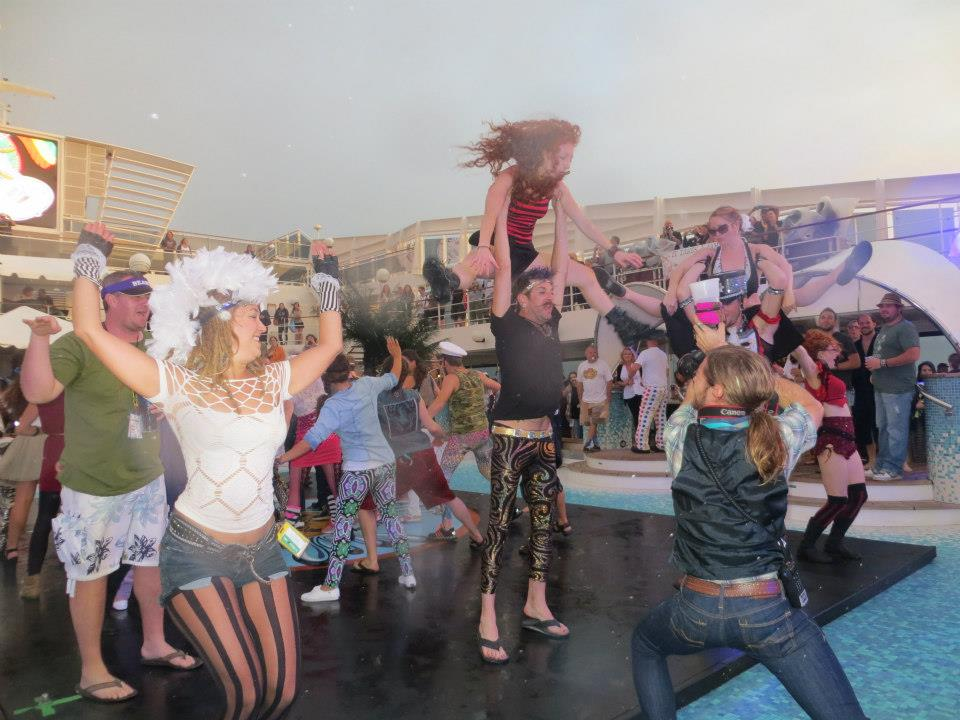 M4 takes over Jam Cruise with a Flash Mob!