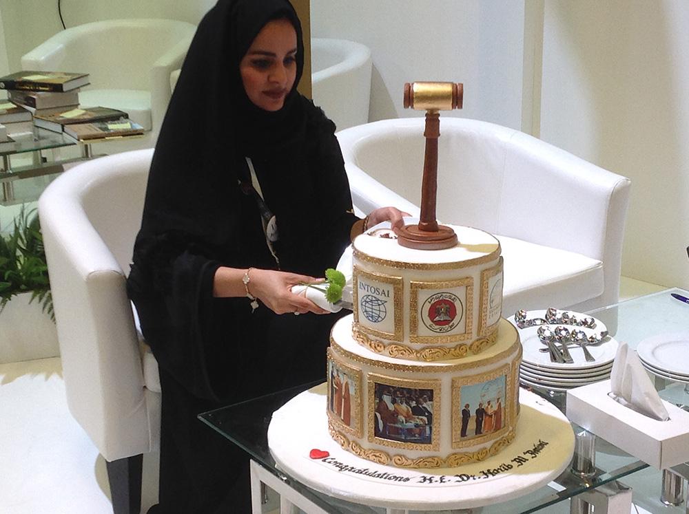 XXII INCOSAI - cutting cake