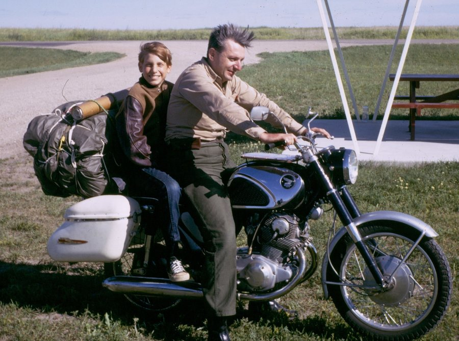 pirsig-with-chris-1968_custom-1dfd21fa4918cd9508463228a8dd69566ee06eb0-s900-c85.jpg