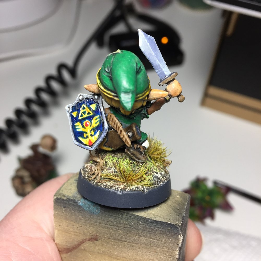 This was one of my first attempts at freehand (on the shield) and a good practice session for non metallic metal (on the sword). Overall it was a really fun 6 hour project (still needs basing though).