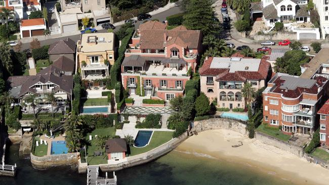Note the private  houses, backyards and pools the biggest  belonging to prime minister Turnbull                          photo stopturnbull.com