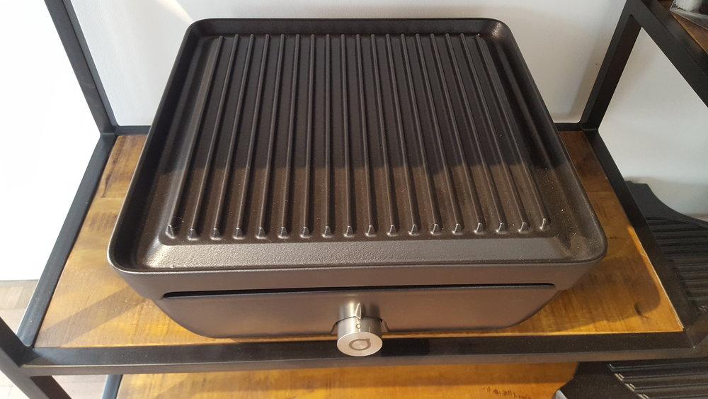 foto zwart onderstel + grillplaat.jpg
