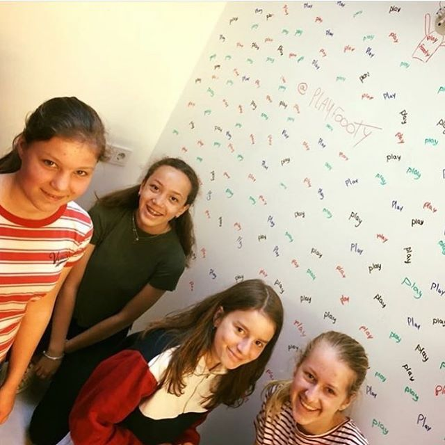 Special visitors at Westerlab🖍🤩 . . . @playfoooty #playfoooty #westerlab #amsterdam #creative #westerstraat #jordaan #studio #creationspace