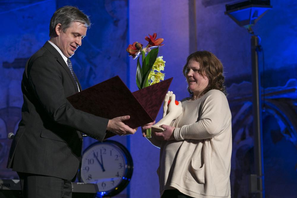 Zvláštní cenu Rom Spirit in memoriam pro Milenu Hübschmannovou převzala její dcera.