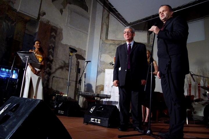 Ocenění v kategorii Obec-město převzal z rukou porotce Ladislava Gorala starosta města Kadaň, pan Jiří Kulhánek.