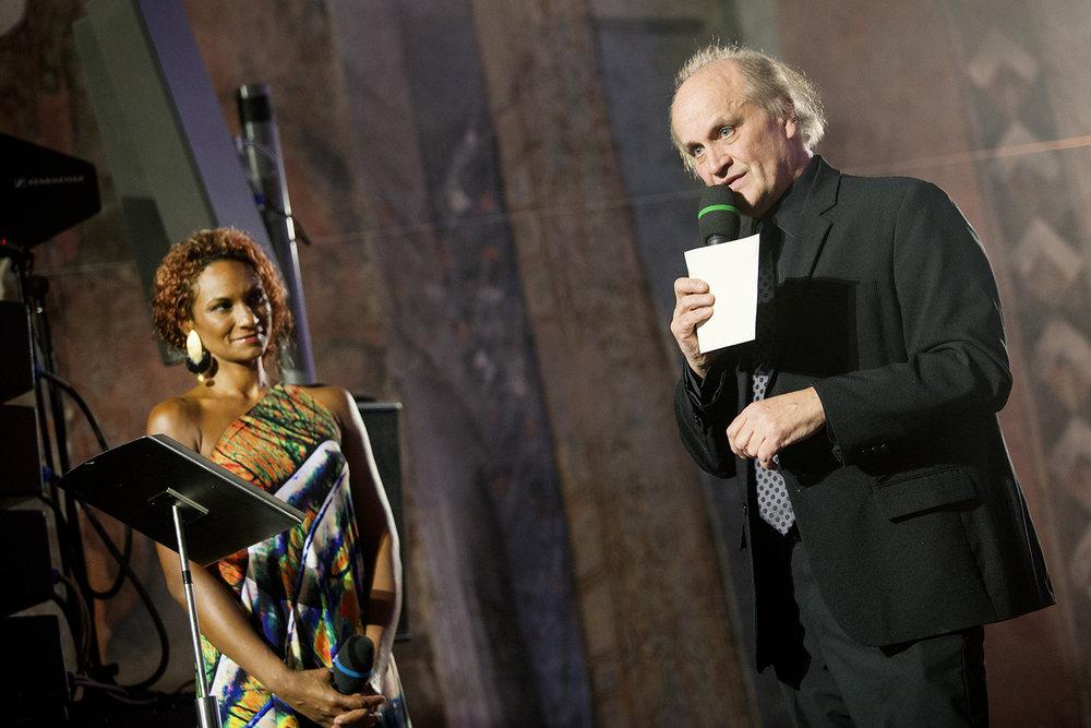 Michael Kocáb zastoupil generálního ředitele České televize a vyhlásil a předal cenu České televize v kategorii Osobnost.