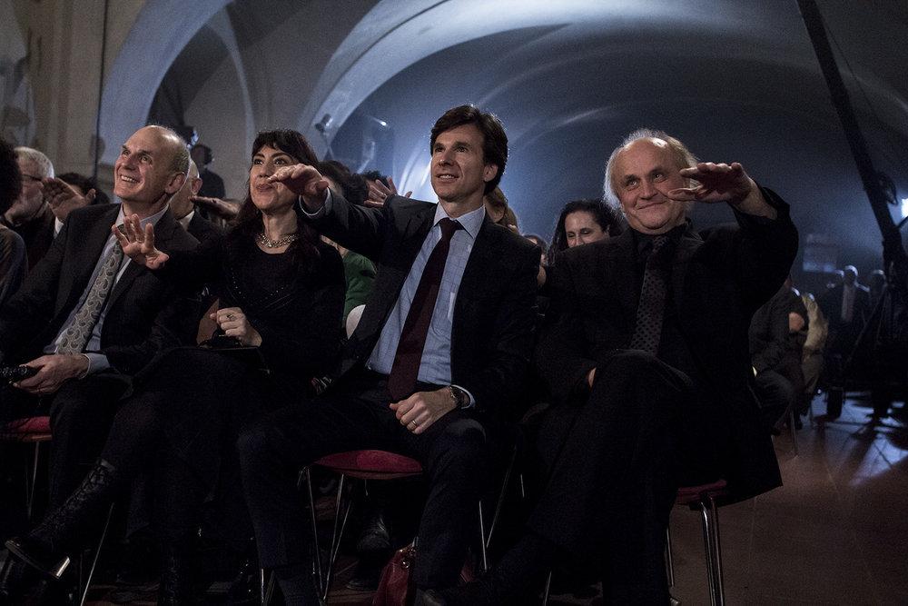 Zleva: Daniel Bader (Bader Philanthropies), Oksana Marafioti (spisovatelka z USA), Andrew Schapiro (Velvyslanec USA), Michael Kocáb (organizátor Roma Spirit).