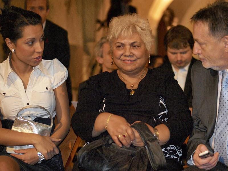 Tereza Zámková, Miss Roma 2009 ČR, Hilda Pášová, aktivistka, učitelka, redaktorka, Peter Duhan, generální ředitel ČRo, členky a člen poroty, a hosté.