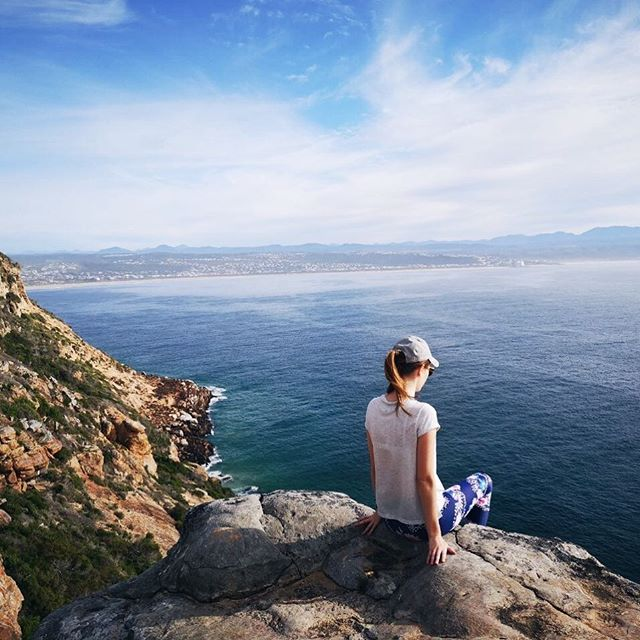 Lost in the view 💙🌊☀️ #theeverygirl #happyheart #staywild #nothingisordinary