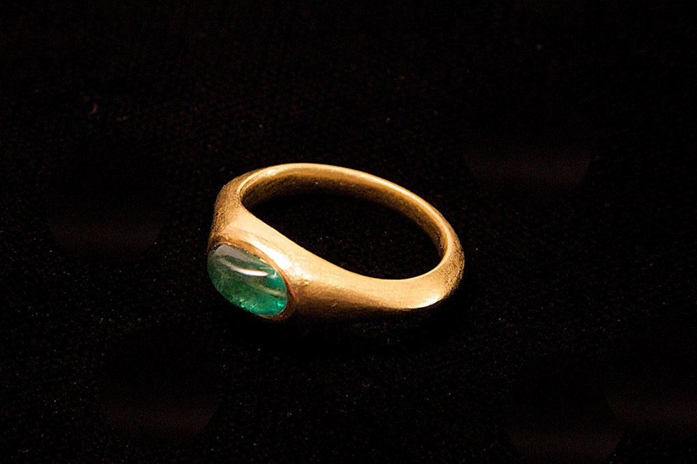 Cabuchon emerald , gold inspired by ancient Roman design. Variable sizes.