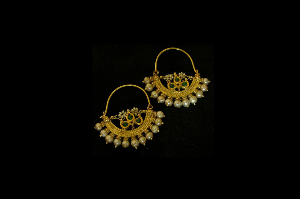 Pearl and emerald inspired from India. 22ct gold. Earring length-4cm by 4cm.