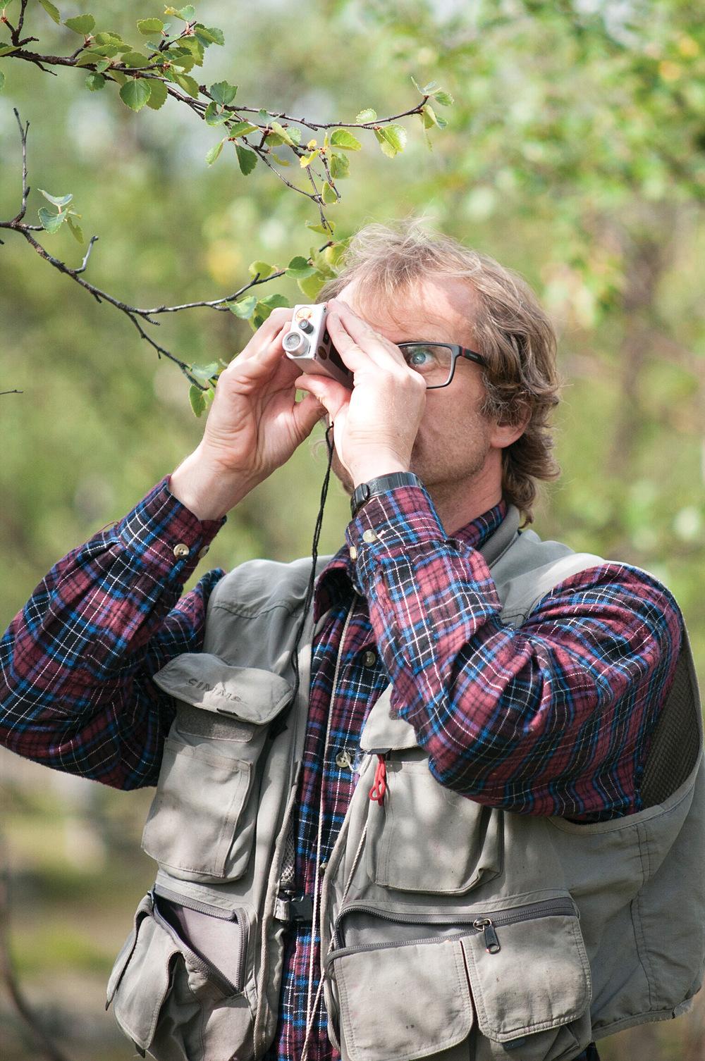 Innen de fleste regionene er det størst tilvekst av gran, bortsett i fra i Nordland, Troms og Finnmark hvor det er størst tilvekst av lauvtrærne. Her fra skogtaksering i Finnmark sommeren 2013. Foto: Lars Sandved Dalen, NIBIO
