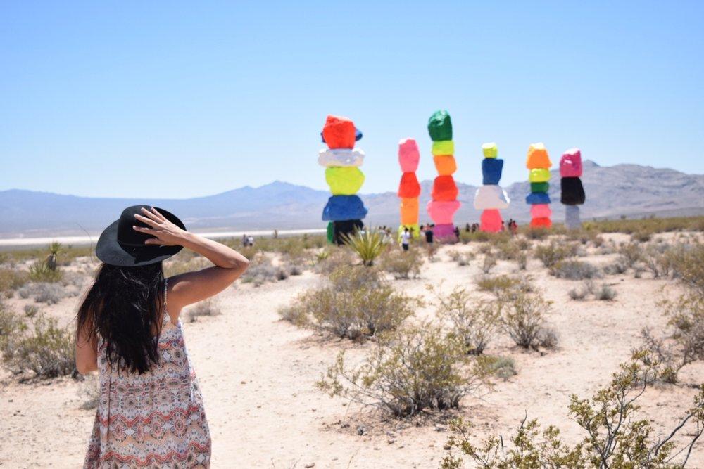 "< alt = ""seven magic mountains Las Vegas Nevada"" >"
