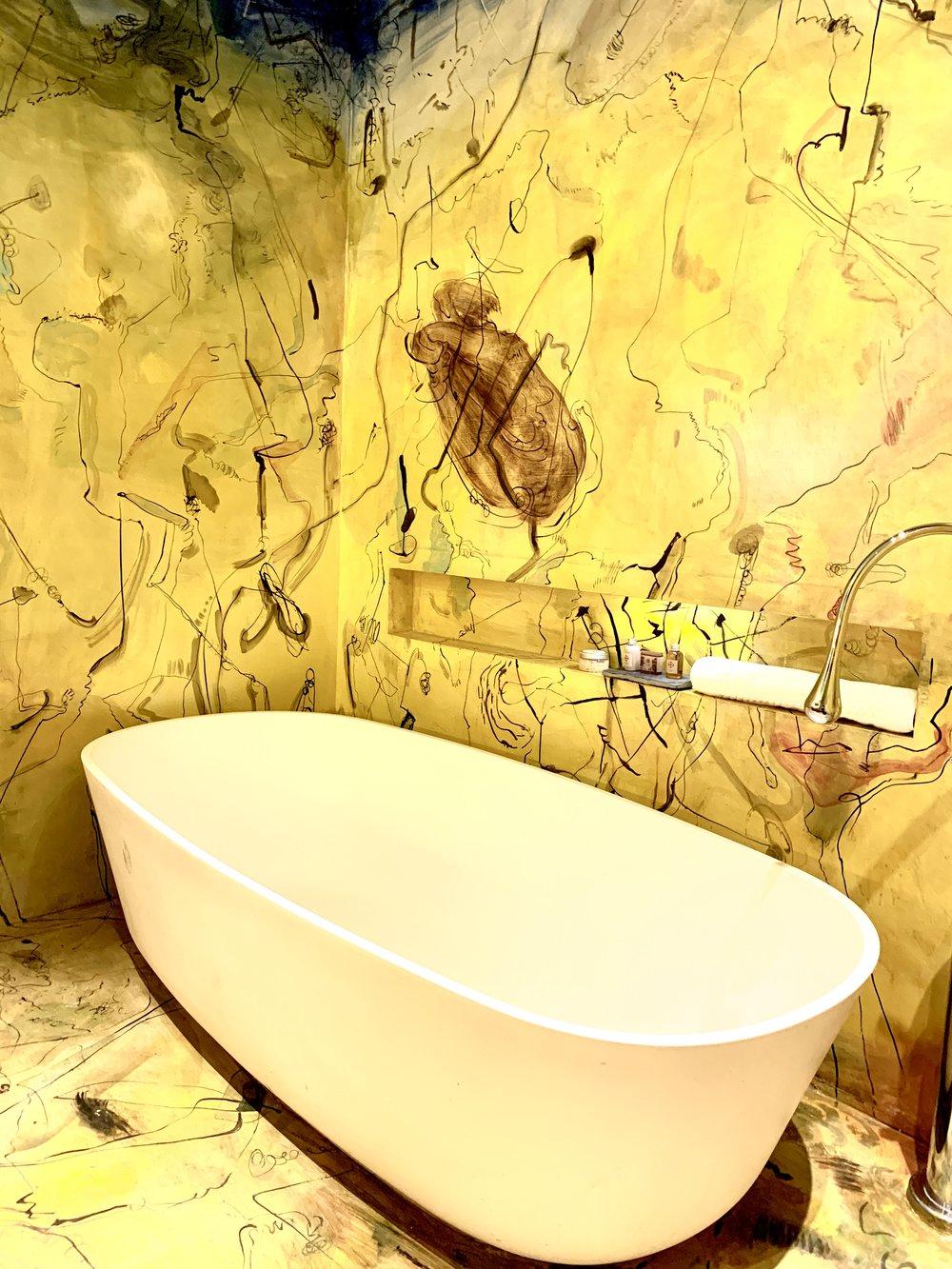 Cien Fuegos Suite bathroom