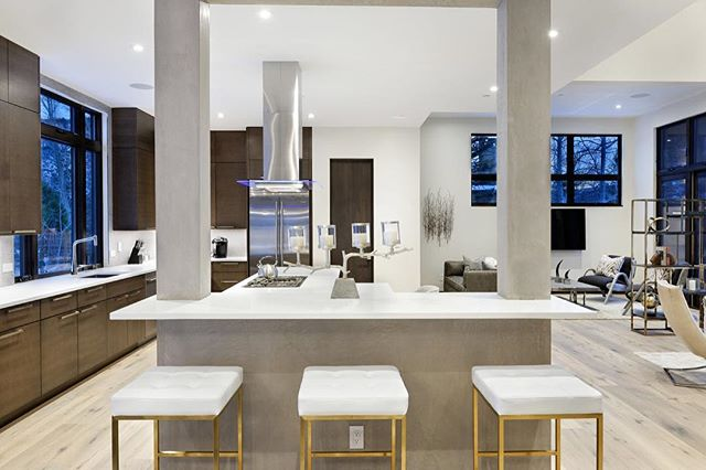 A large open concept kitchen space can accommodate plenty of seating - ideal for an effortless entertaining space. #snowmassvillage #colorado #kitchen #living #home #house #architecture #design #architecturaldesign #interiors #interiordesign #housegoals #lifestyle #luxurylife #luxurylifestyle #luxury #luxuryrealestate #luxuryhomes #archdaily #architizer #architecturaldigest #highclasshomes #archicad #bimx #graphisoft #kadesignworks
