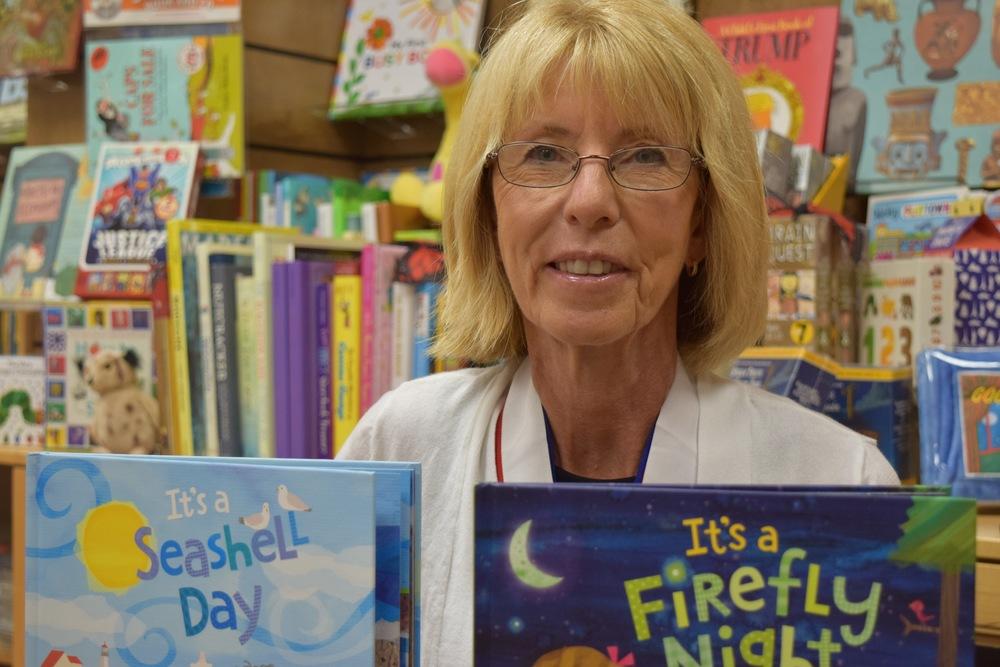 Dianne Ochiltree at Sarasota's Bookstore1. Photo Yadira Lopez