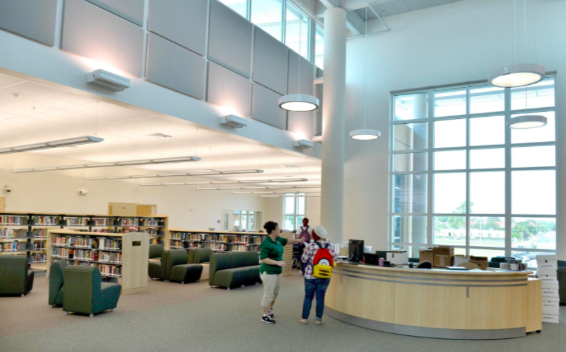 The media center at Venice High School. The Sarasota County School district dropped certified media specialists from elementary schools in 2009 and from middle and high schools in 2013. [Herald-Tribune staff photo / Mike Lang]