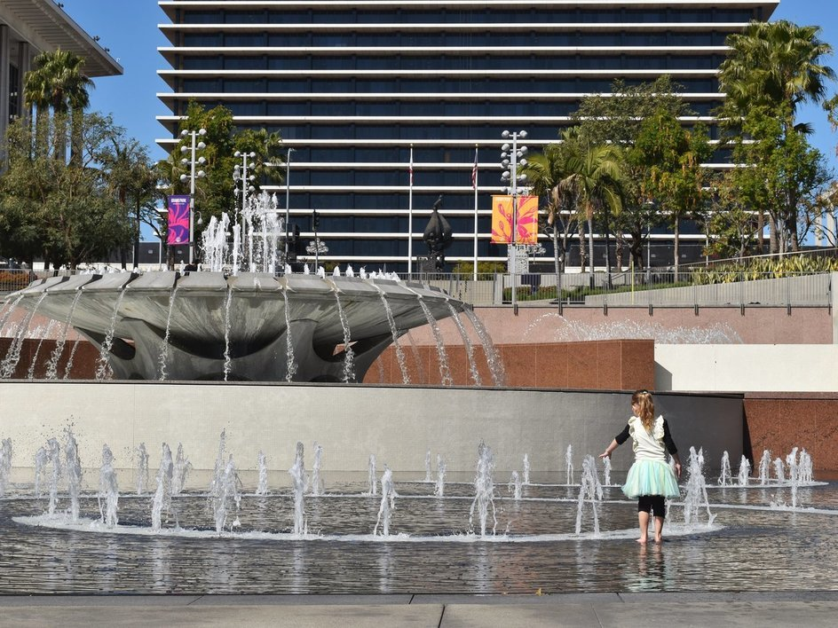 britton-perelman-dtlat-tour-grand-park-fountains.jpg