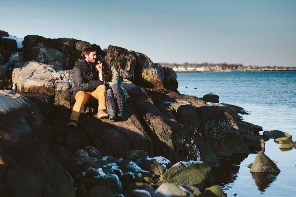 030-nyc-wedding-photographer-orchard-beach-bronx-engagement-winter-smitten-chickens.jpg