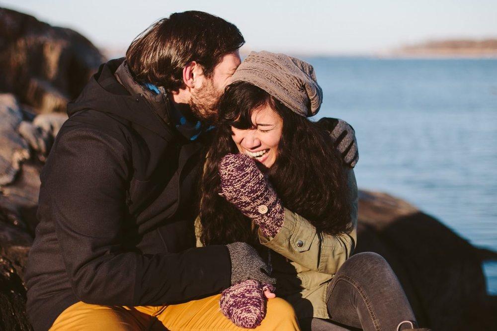 038-nyc-wedding-photographer-orchard-beach-bronx-engagement-winter-smitten-chickens.jpg